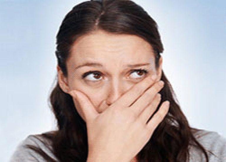 причины запаха изо рта из за желудка