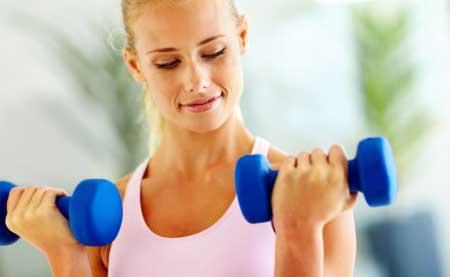 Упражнения для рук женщинам с гантелями дома