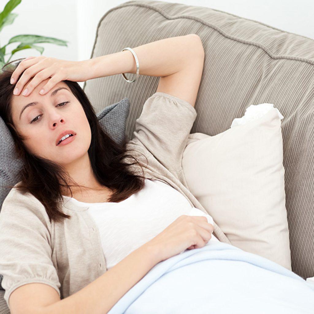 Боль у женщины внизу живота
