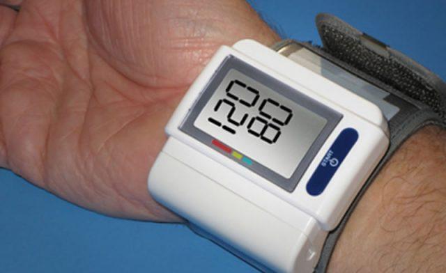 Показатели нормального артериального давления на дисплее тонометра