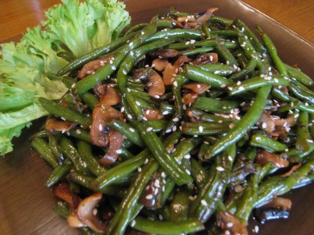 Салат из стручковой фасоли и шампиньонов