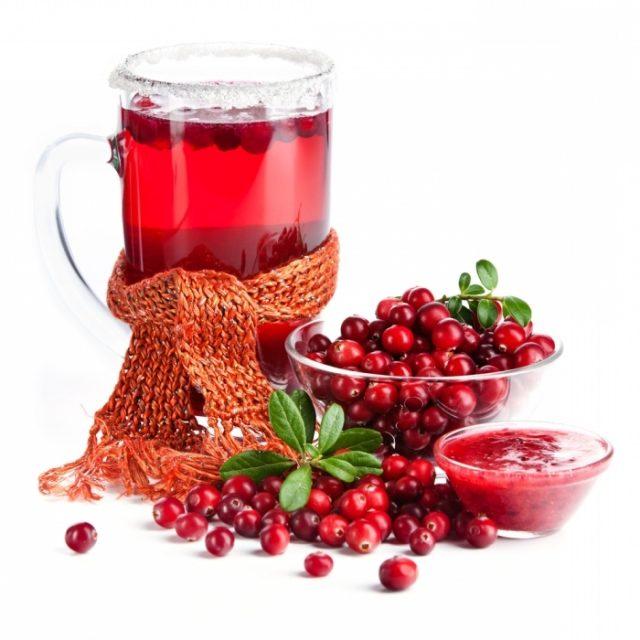Брусничный сок, ягоды и джем