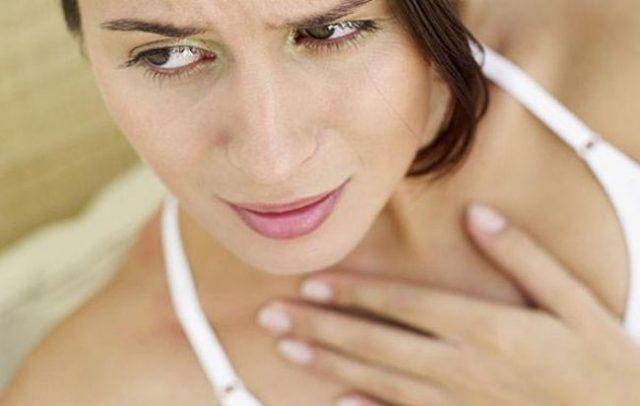 <br />Дыхательный дискомфорт у больной со стенозом гортани коревой природы