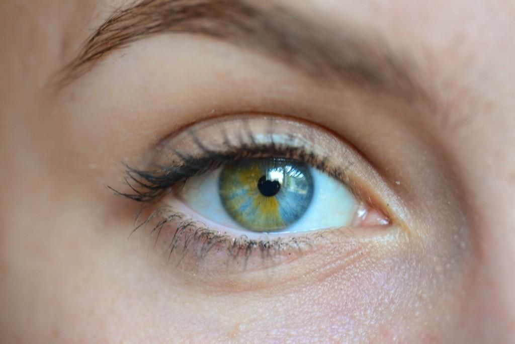 она разные глаза на фотографиях для кого секрет