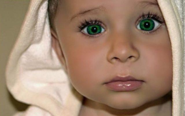 Ребёнок с зелёными глазами
