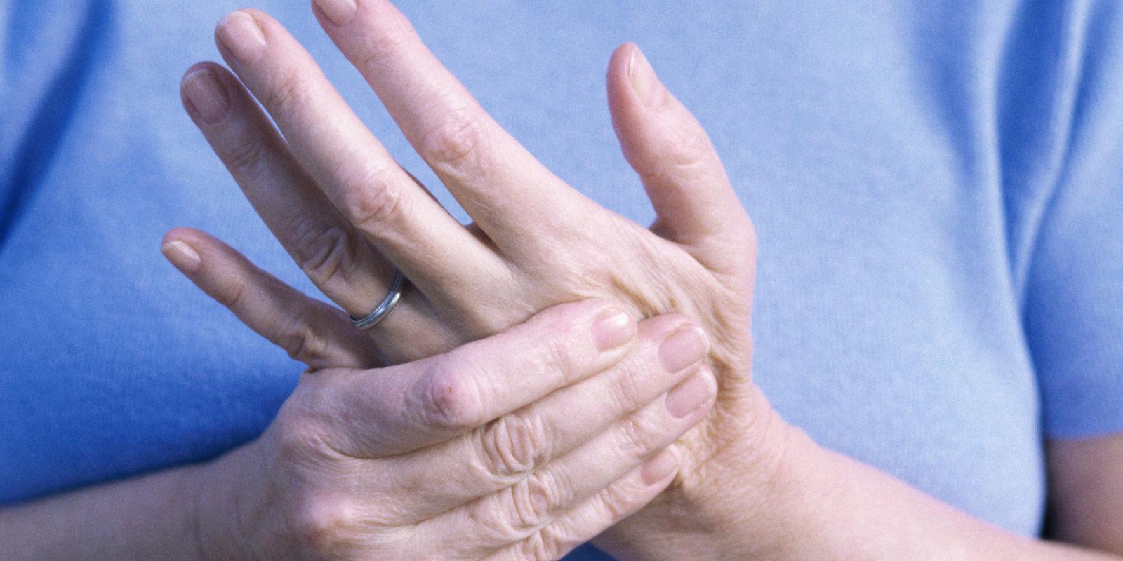 Трясется палец на руке левой