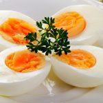 Половинки варёных яиц