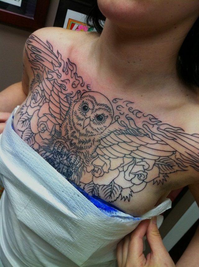 Татуировка на женской груди