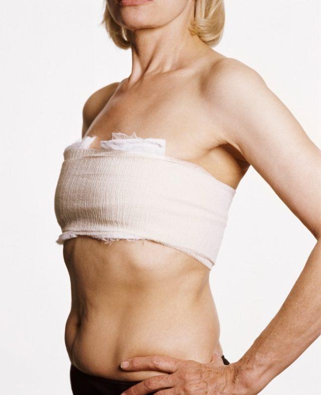 Женщина с перетянутой грудью