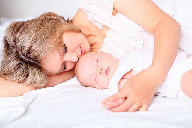 Мама спит с ребёнком