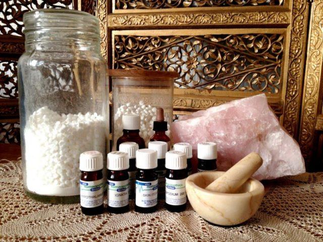 Пузырьки, баночки и ёмкости с гомеопатическими средствами