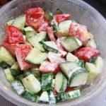 Салат с заправкой из сметаны