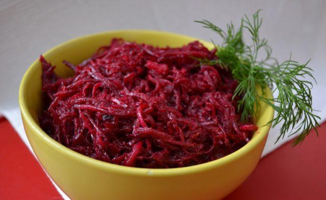 Салат из свеклы и адыгейского сыра