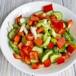 Витаминный салат из сладкого перца, огурца и зелёного лука