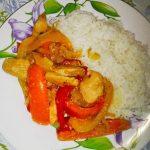 Рагу из курицы с болгарским перцем и гарнир из риса
