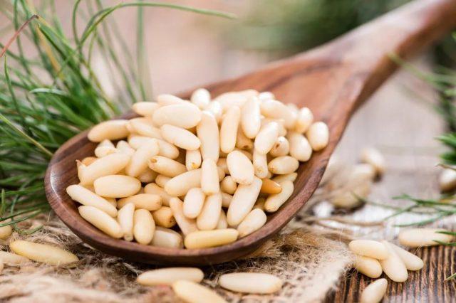 Кедровые орехи в рационе кормящей женщины