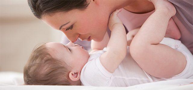 Мама и грудной ребёнок