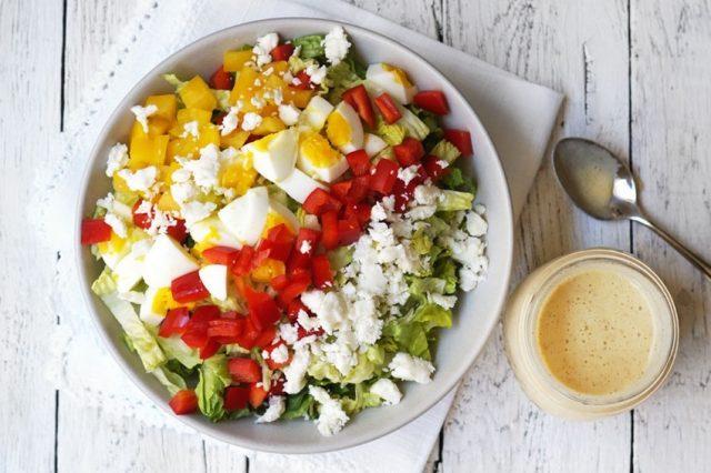 овощи и сыр в салате