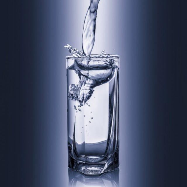 Чистая вода без газа