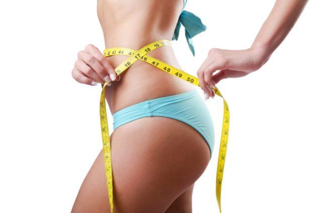 Женщина с сантиметром на талии