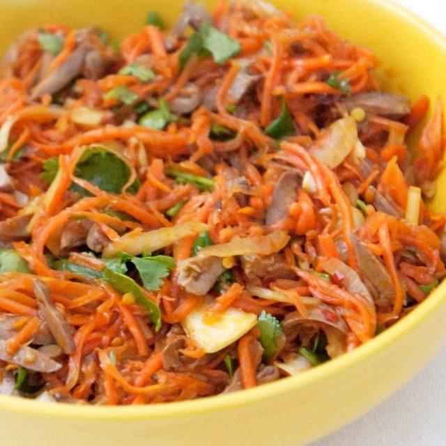 Салат из моркови с печенью