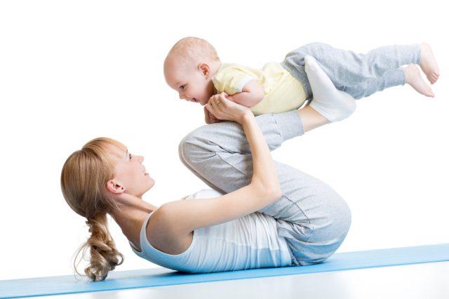 Мама с ребёнком на тренировке
