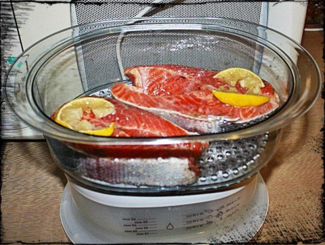 Рыба готовится в пароварке