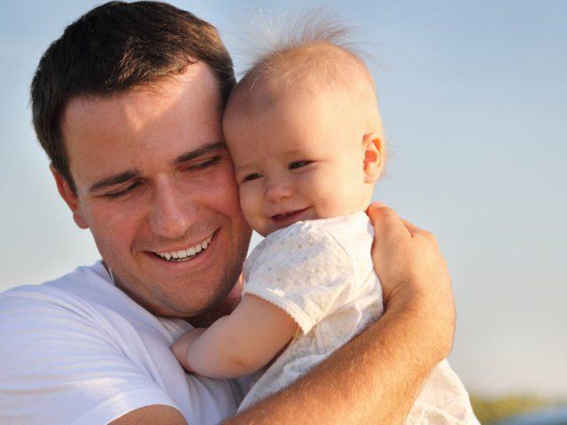 Отец и малыш