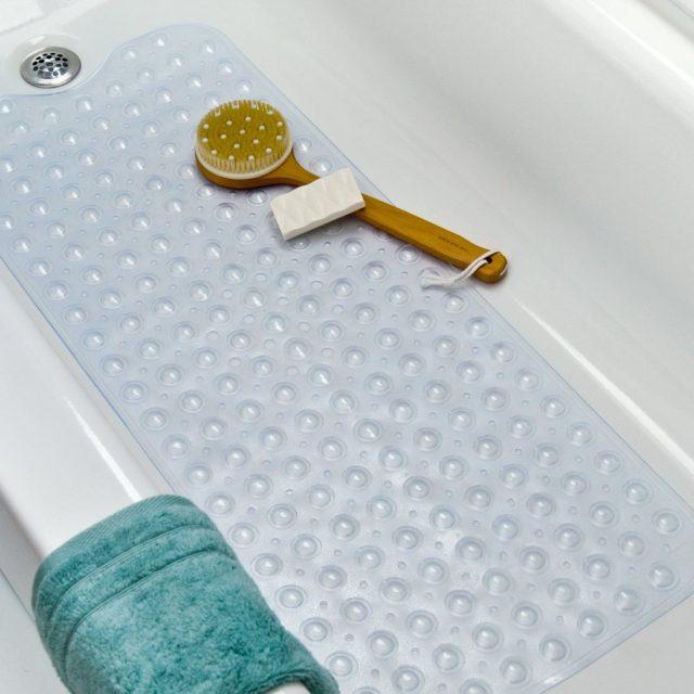 Резиновый коврик в ванне
