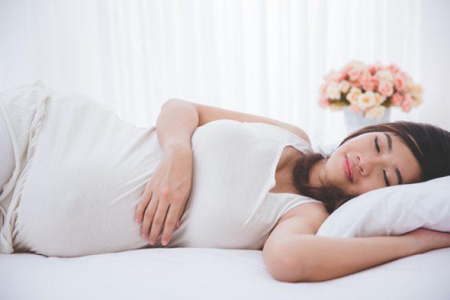 Беременная женщина во сне