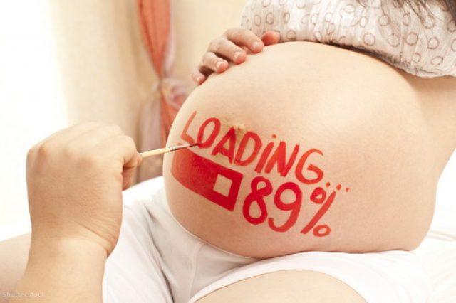 Надпись на животе беременной