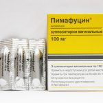 Вагинальные свечи Пимафуцин возле упаковки препарата