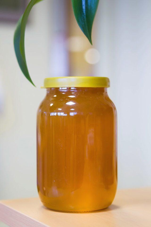 Мёд в стеклянной банке
