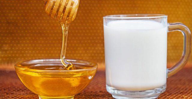 Молоко в кружке, мёд в тарелке