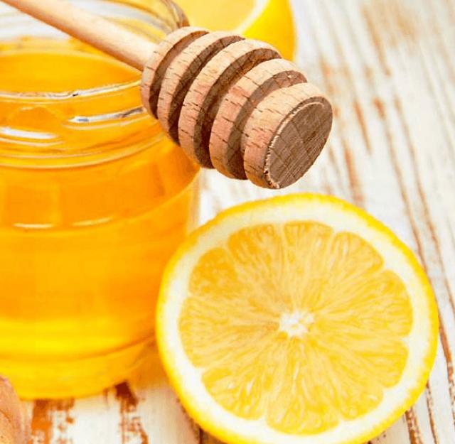 Мёд в банке рядом с лимоном