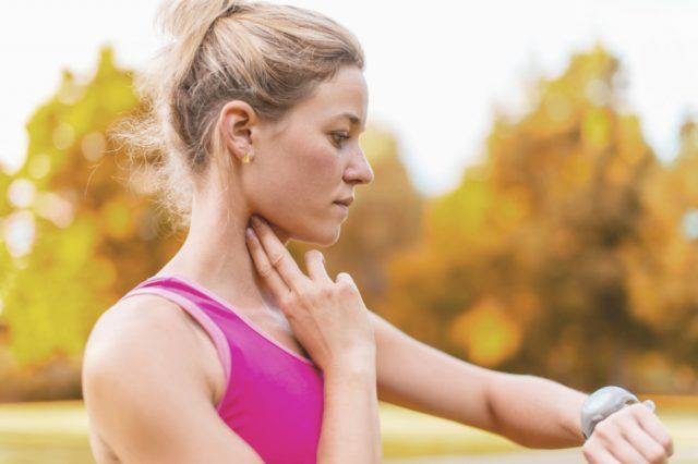 Измерение пульса на шее