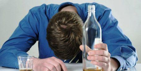 Алкогольное отравление: симптомы и лечение в домашних условиях