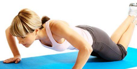 Как накачать девушке грудные мышцы в домашних условиях