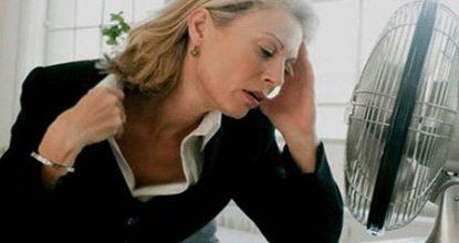 Приливы при климаксе: симптомы и виды лечения