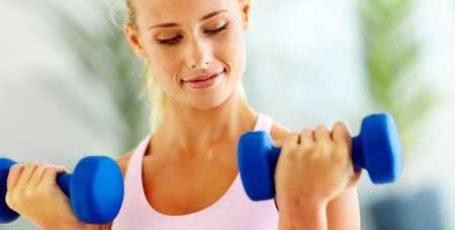 Упражнения для рук женщинам в домашних условиях