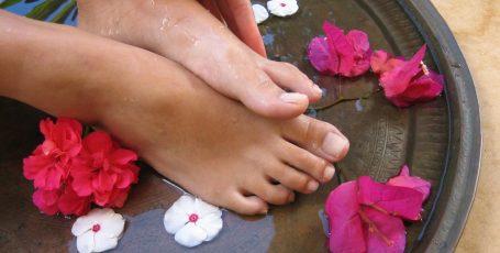 Трещины между пальцами ног: причины и лечение
