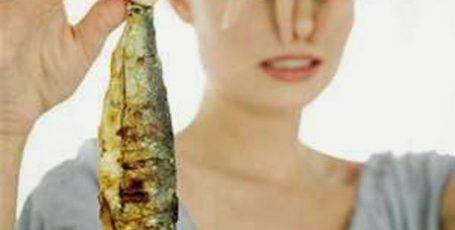Пенистые выделения у женщин с запахом и без запаха, диагностика и норма