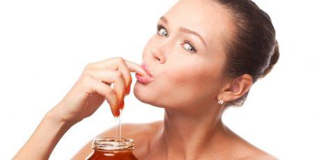 Можно ли кормящей маме употреблять мёд