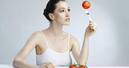 Помидор для кормящей мамы: съесть или воздержаться?