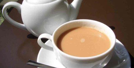 Чай с молоком при грудном вскармливании: польза или вред