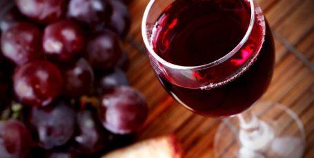 Вино и грудное вскармливание: совместимость понятий