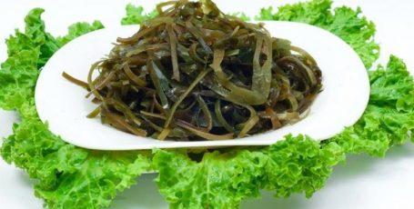 Морская капуста – полезный продукт в меню кормящей мамы