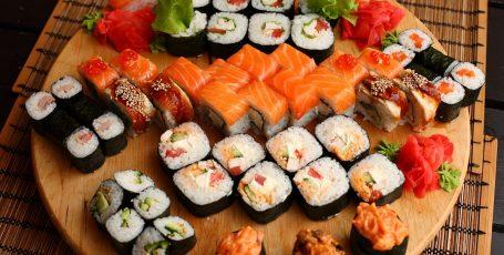 Суши и роллы в рационе кормящей мамы: ищем пользу