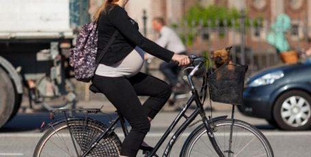 Велосипедные прогулки для беременных — риски и польза