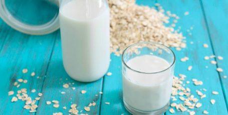 Какое молоко выбрать кормящей матери и можно ли ей его пить